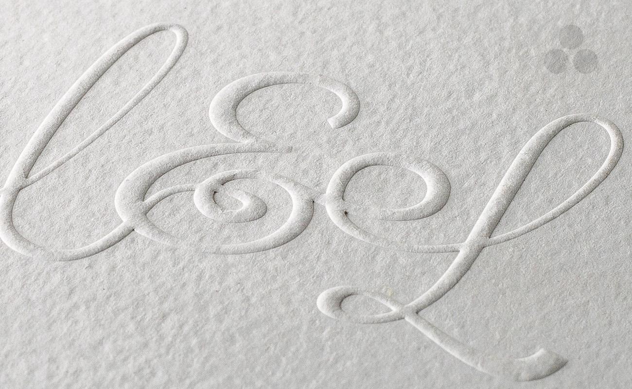 Logui GOLPE sobre Cartulina Textura Blanca
